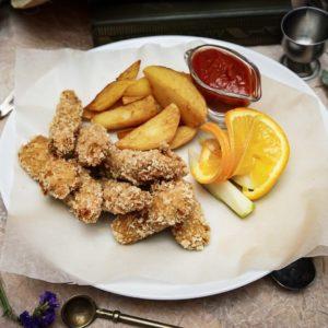 Белая рыба во фритюре с картофельными дольками