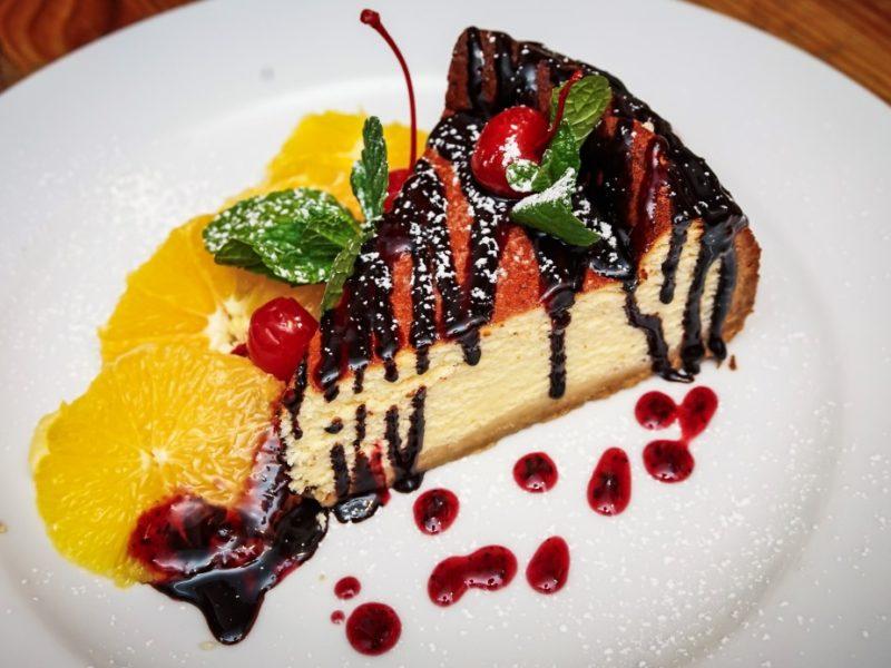 Десерт творожный с фруктами