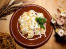 Вареники с картофелем обжаренным луком и шкварками