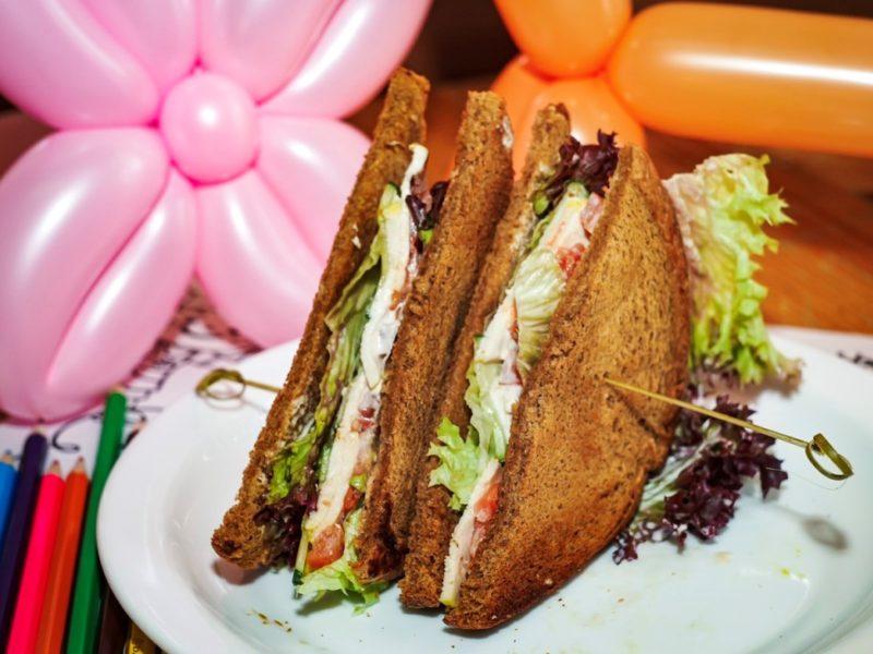 Сэндвич с курицей BLT