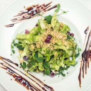 Салат с печёной свёклой и сливочным сыром
